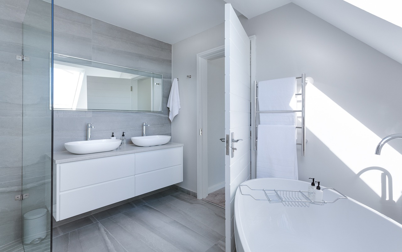 Modern Bathroom Layouts for Suites